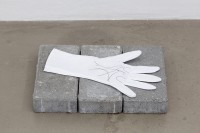 http://www.galeria-sabot.ro/files/gimgs/th-87_Palmistry, 2015, cotton glove, 14 x 27 cm.jpg